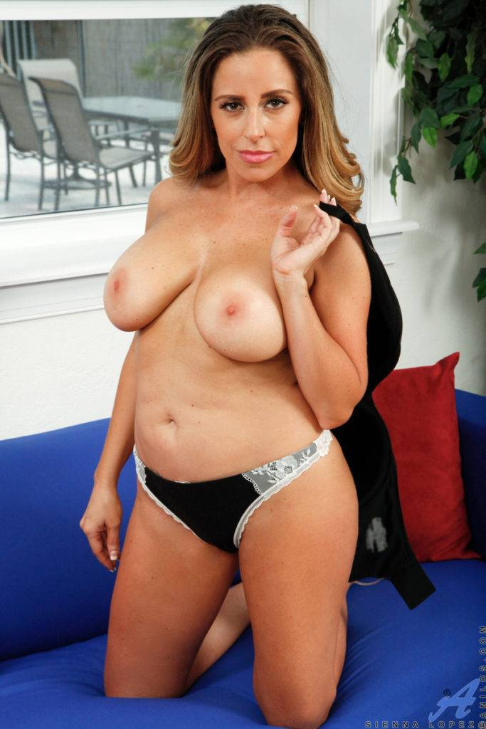 Hot American Milf Sienna Lopez Shows Off Her Pink Pussy At Anilos
