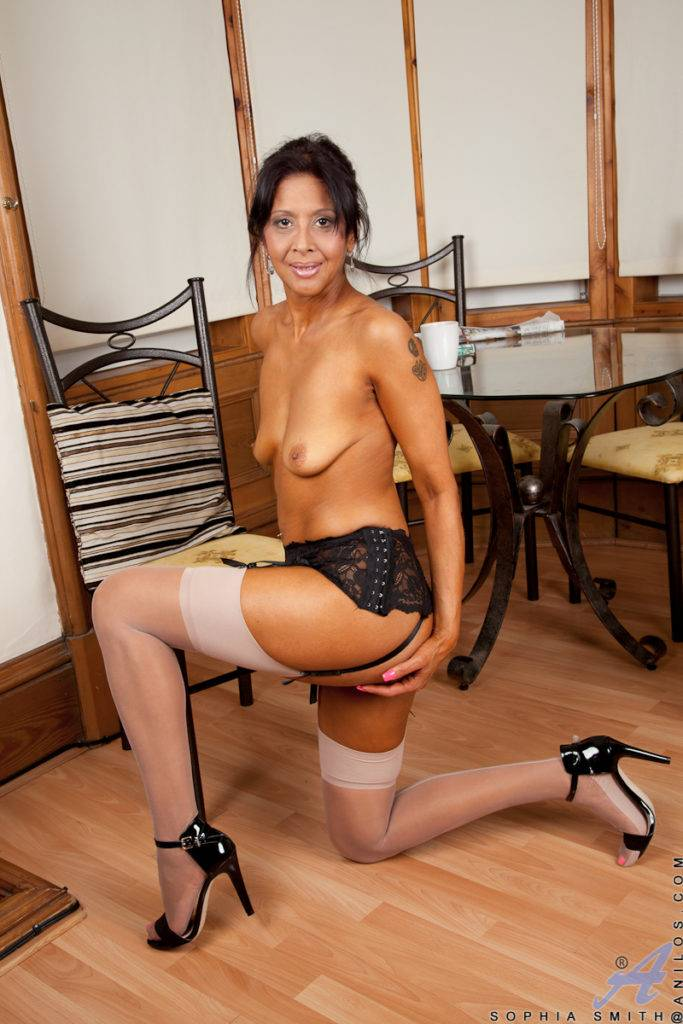 Brunette Mature Sophia Smith Shows Off Her Shaved Pussy At Anilos