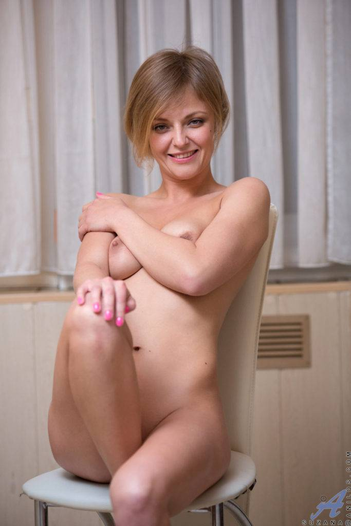 Horny Housewife Suzana Shows Off Her Pink Pussy At Anilos