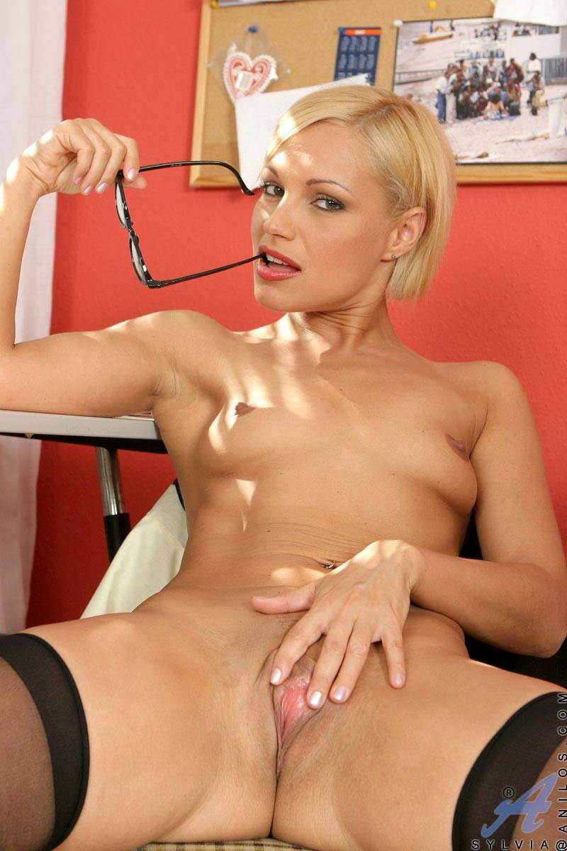 Sexy blonde MILF Sylvia gets naughty at Anilos