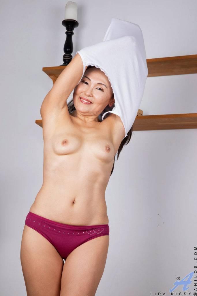 Asian Mature Lira Kissy Playing With Herself At Anilos