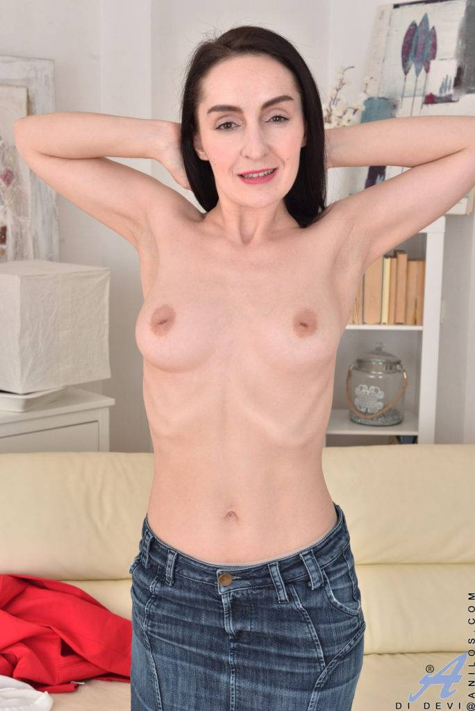 Horny Housewife Di Devi Shows Off Her Pink Pussy At Anilos