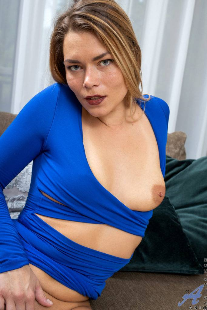 Blonde Mature Housewife Ani Shows Off Her Shaved Pussy At Anilos