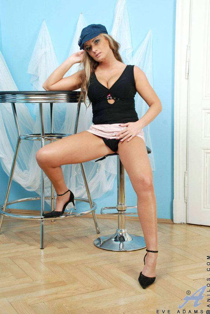 Blonde Milf Eve Adams Pleasures Her Dripping Pussy At Anilos