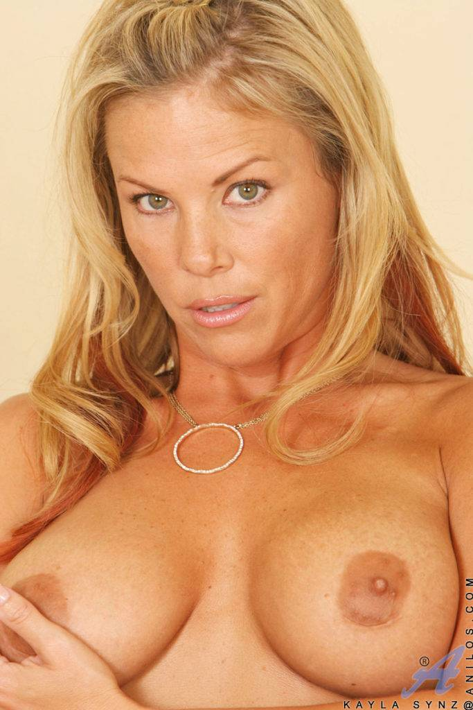 Blonde Mom Kayla Synz Playing With Her Pink Pussy At Anilos