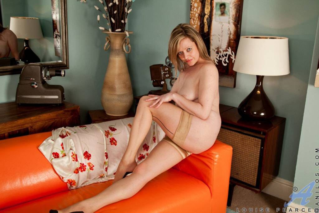 Elegant Granny Louise Pearce Slips Off Her Summer Dress And Spreads Her Moist Pussy At Anilos