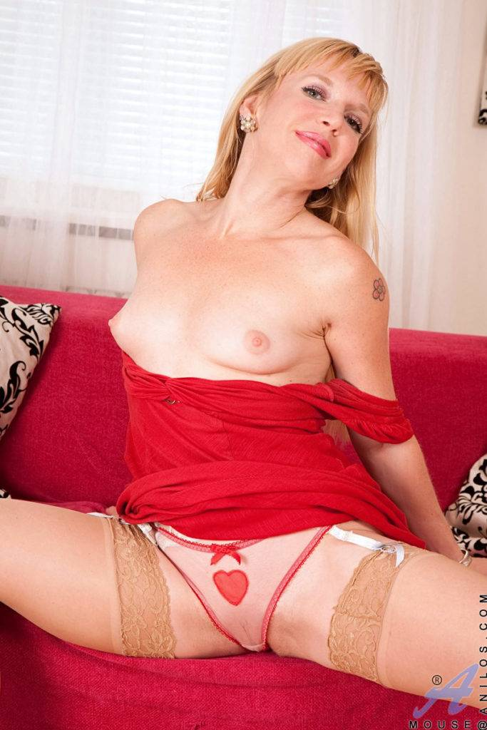 Anilos Cougar Mouse Pulls Out Her Favorite Vibrator For Some Fun At Anilos