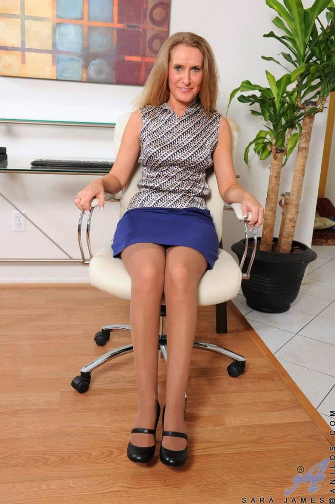 Classy Blonde Cougar Sara James Teasingly Strips At Anilos