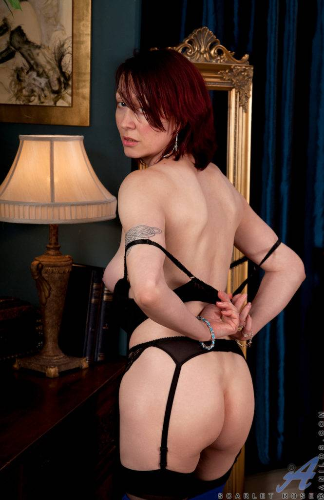 British Mature Scarlet Rose Playing With Herself At Anilos