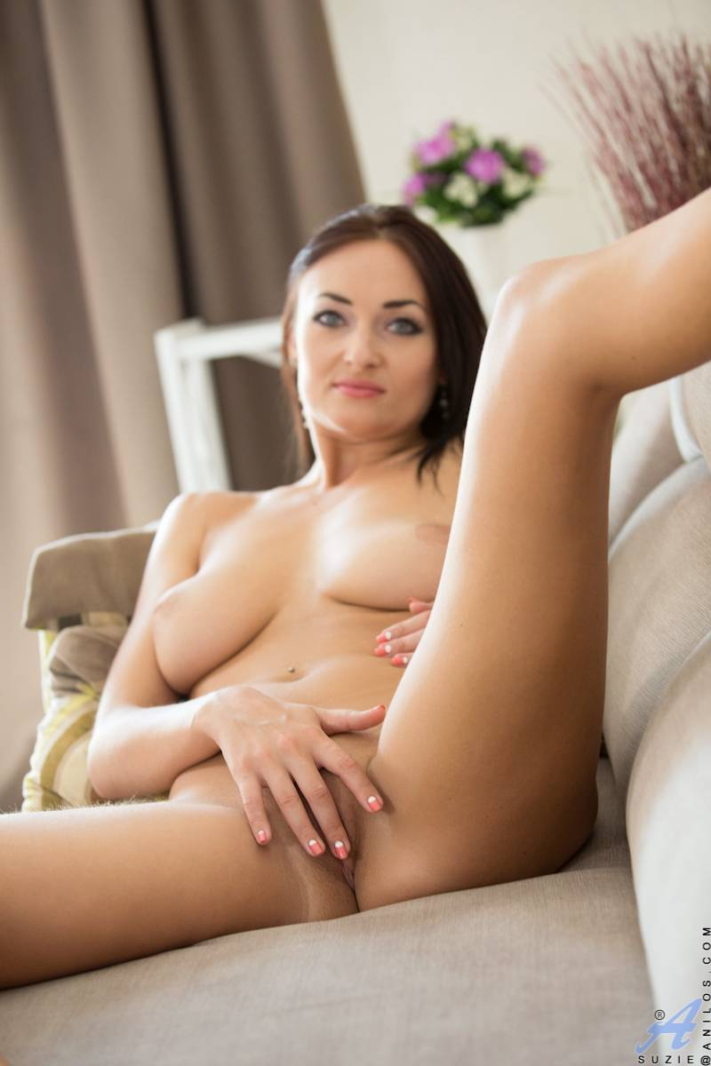 Lusty mom Suzie shows off her shaved pussy at Anilos