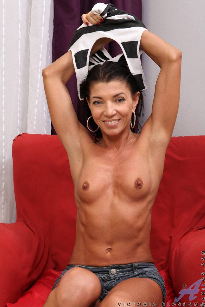 Mature Mom Victoria Blossom Shows Off Her Shaved Pussy At Anilos